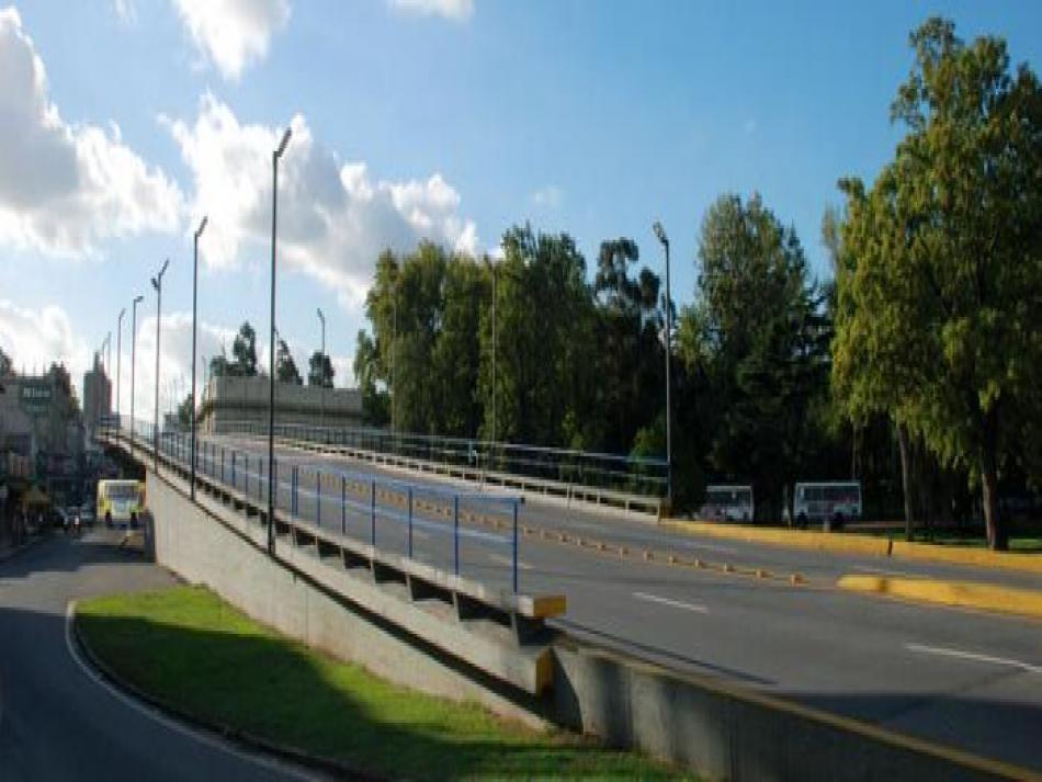 Vista lateral del Viaducto sobre avenida Agraciada