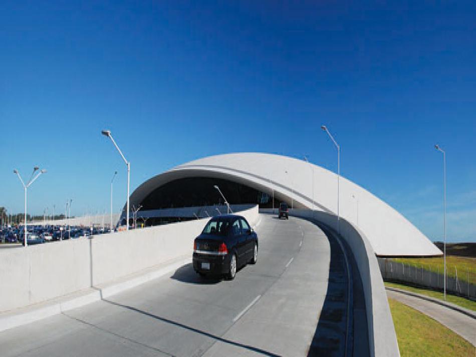 Entrada al Aeropuerto Internacional de Carrasco